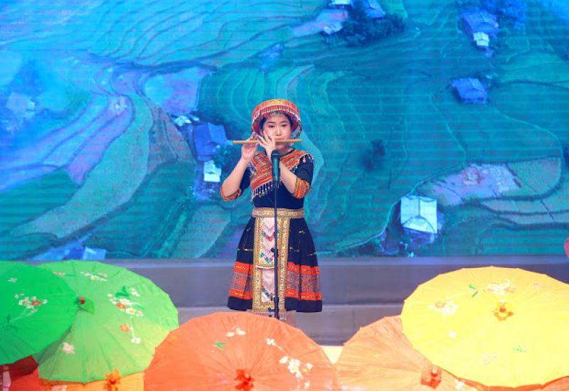 Sơn Ca Khánh Linh tỏa sáng Liên hoan Giai điệu Sơn ca 2019