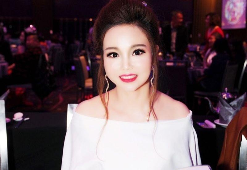 Hoa hậu Áo dài Quốc tế Trà My rạng ngời trong lần đầu tiên làm ban giám khảo cuộc thi sắc đẹp quốc tế
