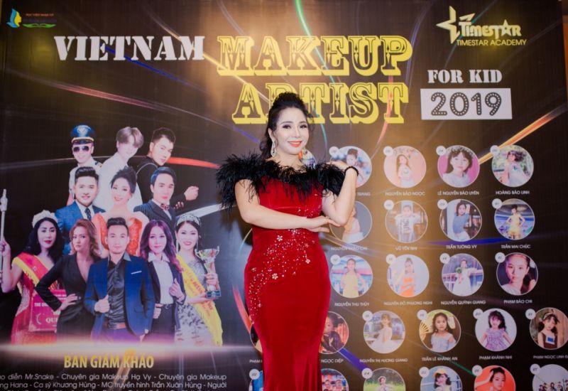 Nữ hoàng nhân ái Trần Thu Hà người gieo mầm thiện cho Qũy Bệ phóng tài năng  của Học viện Timestar