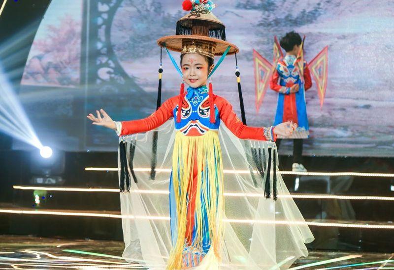 Nguyễn Thảo Chi - từ siêu mẫu nhí chinh phục ngôi vị Hoa hậu nhí quốc tế Taiwan tới vị trí Vedette trên sàn diễn thời trang Việt