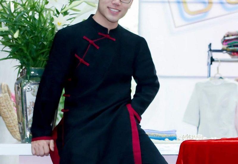 Hành trình của sinh viên thủ khoa Mỹ thuật Công nghiệp tới nhà thiết kế độc quyền của thương hiệu thời trang áo dài tại Hà Nội