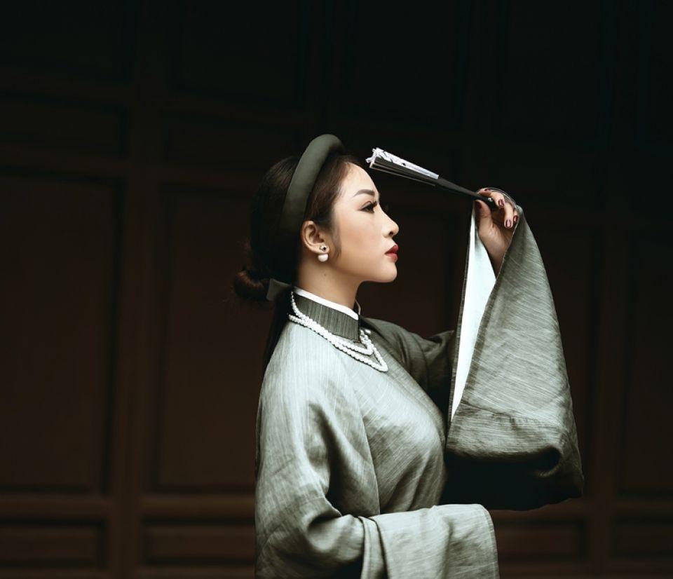 CEO VietBeauty Academy Nguyễn Kim Oanh quý phái đầy khí chất trong tà áo dài truyền thống