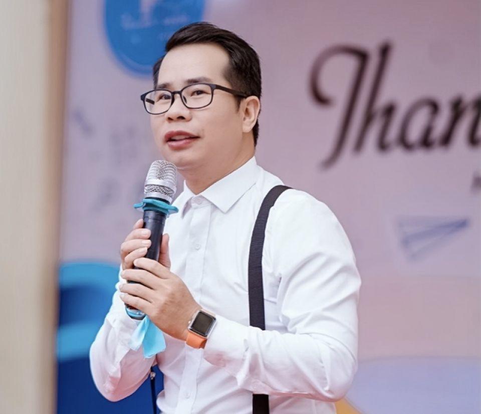 Thầy giáo Phạm Hồng Phong: 'Nghệ thuật là quy luật của tình cảm, của trái tim'