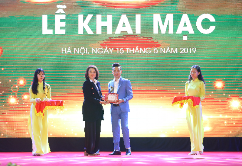 """Đạo diễn Mr Snake: """" Ngôi sao thương hiệu thẩm mỹ Việt Nam là dấu ấn năm 2019 của Ngành làm đẹp Việt Nam"""